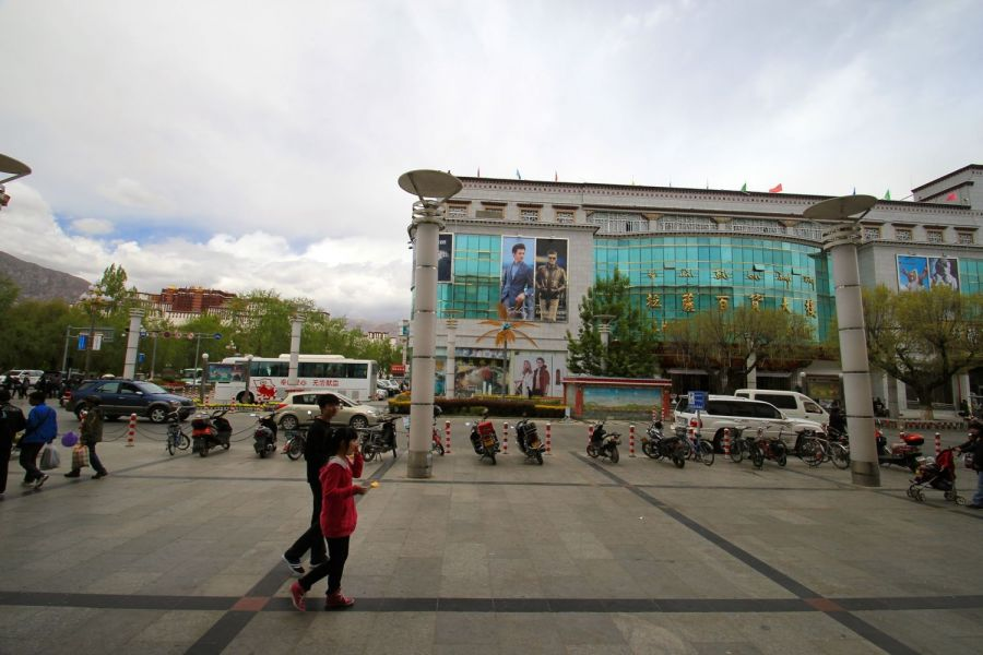 Potala Palast & Chinese Shops